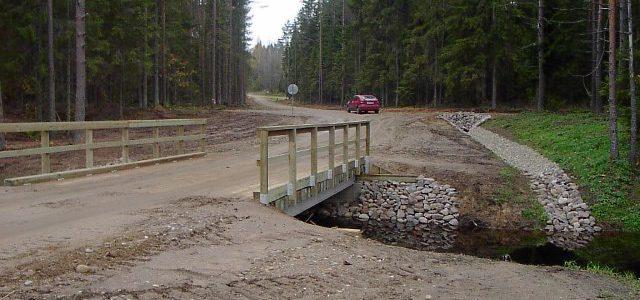 Rekonstrueeritud tee ja sild 2004